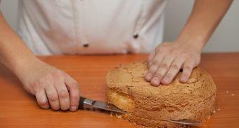 Торт из орехового бисквита и орехового безе с пралине — инструкция по приготовлению, шаг 3