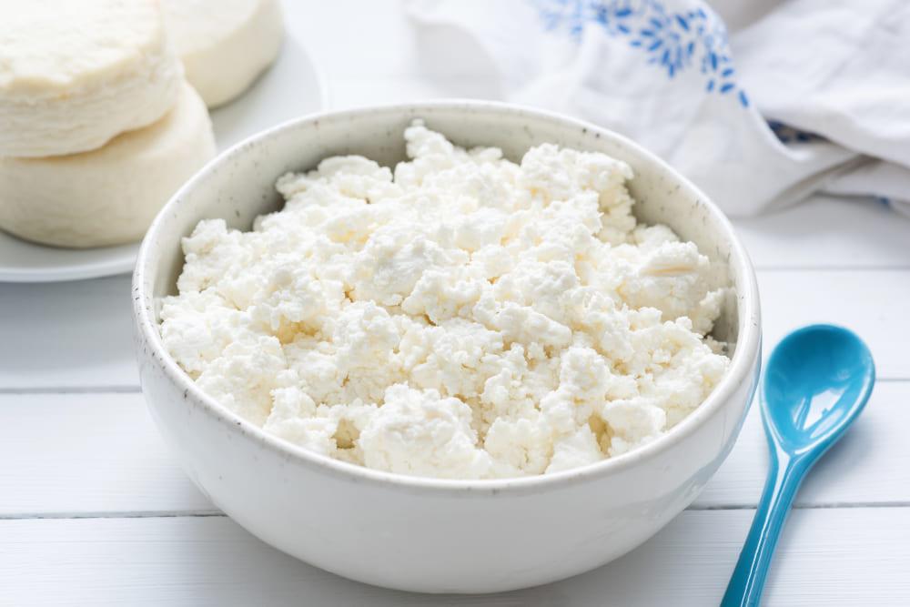 Домашний творог из молока — пошаговый рецепт с фото и инструкцией по  приготовлению от Простоквашино